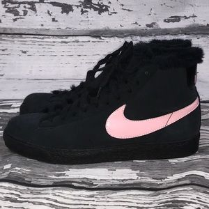 Nike Shoes - Nike Girl's Youth Blazer Fur Boots/Sneakers - 6.5Y